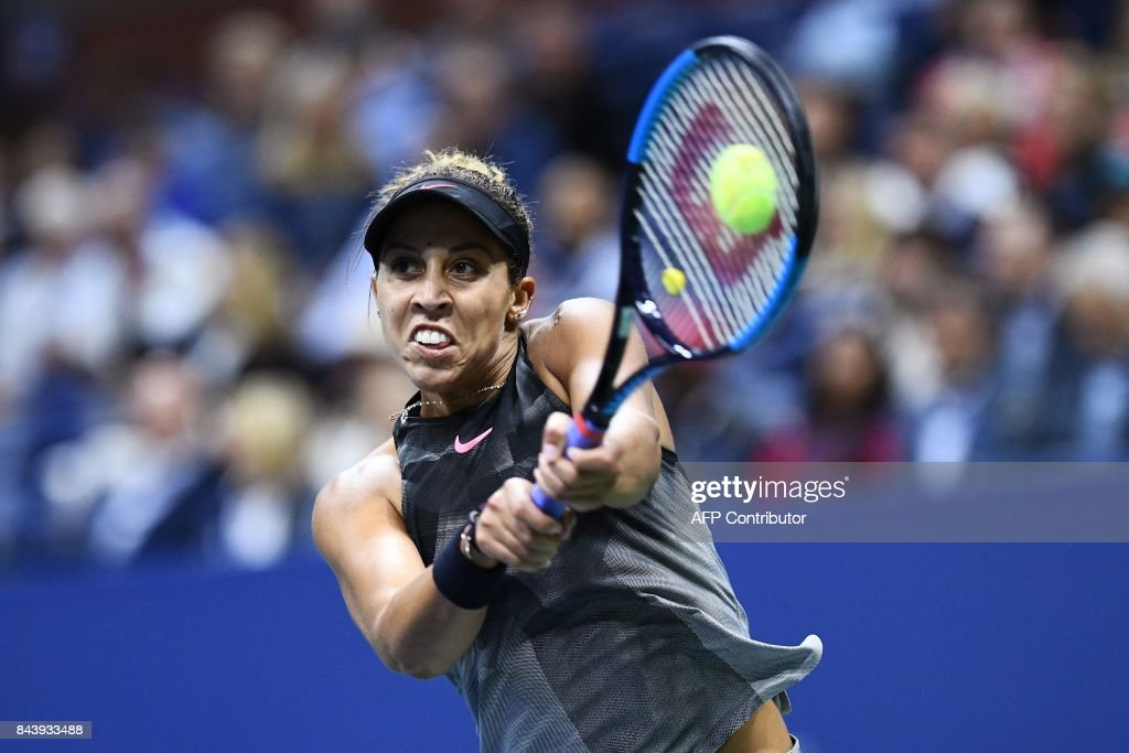 TOPSHOT - Madison Keys of the US returns the ball to compatriot CoCo Vandeweghe during their 2017 US Open Women's Singles Semifinals match at the USTA Billie Jean King National Tennis Center in New York on September 7, 2017. Madison Keys will take on compatriot Sloane Stephens for the US Open title after seeing off fellow American CoCo Vandeweghe 6-1, 6-2 in the semi-finals on Thursday. /