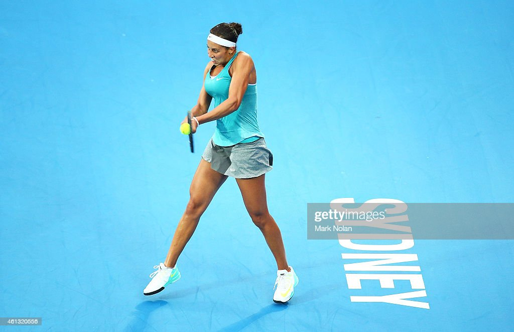 <a gi-track='captionPersonalityLinkClicked' href=/galleries/search?phrase=Madison+Keys&family=editorial&specificpeople=5965706 ng-click='$event.stopPropagation()'>Madison Keys</a> of the USA plays a backhand in her match against Svetlana Kuznetsova of Russia during the day one of the 2015 Sydney International at Sydney Olympic Park Tennis Centre on January 11, 2015 in Sydney, Australia.