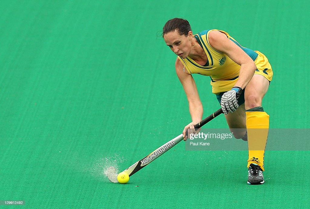 Madonna Blyth of Australia passes the ball during the match between Australia and India on day three of the International Superseries at Perth Hockey...