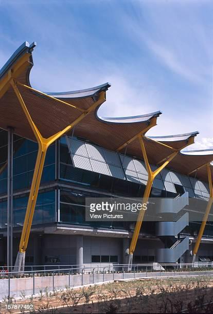 Madrid Barajas Airport Terminal 4 Madrid Spain Architect Richard Rogers Partnership Madrid Barajas Airport Terminal 4 Exterior View Of Supporting...