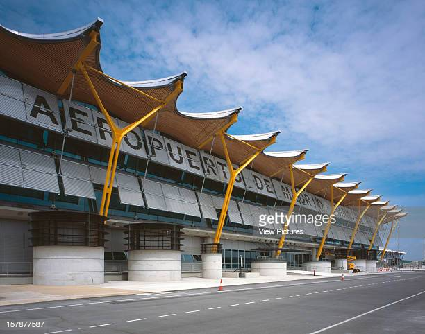 Madrid Barajas Airport Terminal 4 Madrid Spain Architect Richard Rogers Partnership Madrid Barajas Airport Terminal 4 Exterior View Of The Front