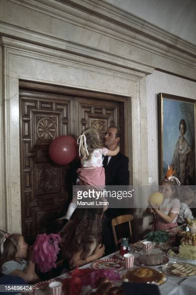 Madrid July 1971 at the Zarzuela Palace at the taste of birthday Prince Juan Carlos wheedling her daughter Cristina who just turned 7 years by...