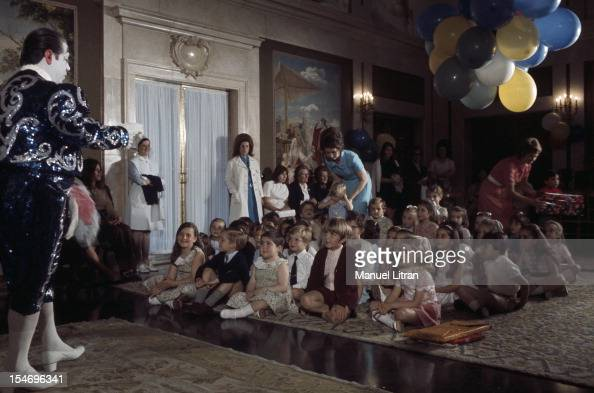 Madrid July 1971 at the Zarzuela Palace Juan Carlos of Spain and SOPHIE brought in a clown to entertain the children invited to taste Birthday of the...