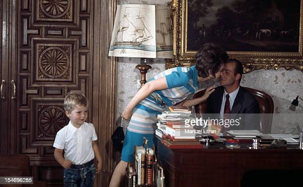 Madrid July 1971 at the Zarzuela Palace the only princess of Spain SOPHIE here with his son FELIPE three years has the right to enter the office of...