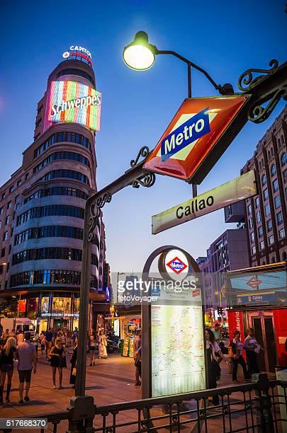 Madrid Shweppes señal de Metro de Gran A través de España calle comercial de la vida nocturna