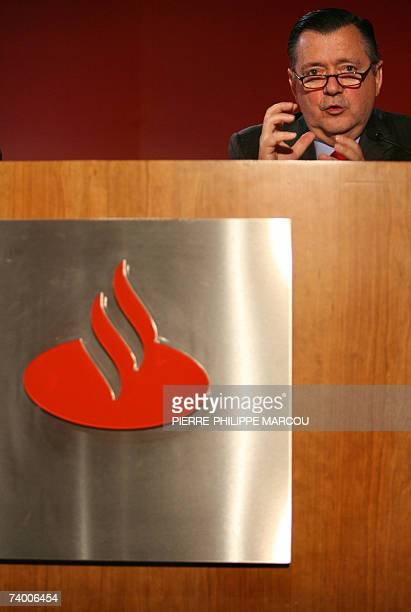Alfredo Saenz vicePresident of Spanish bank Santander Central Hispanico speaks at a results conference in Madrid 27 April 2007 SCH said that net...
