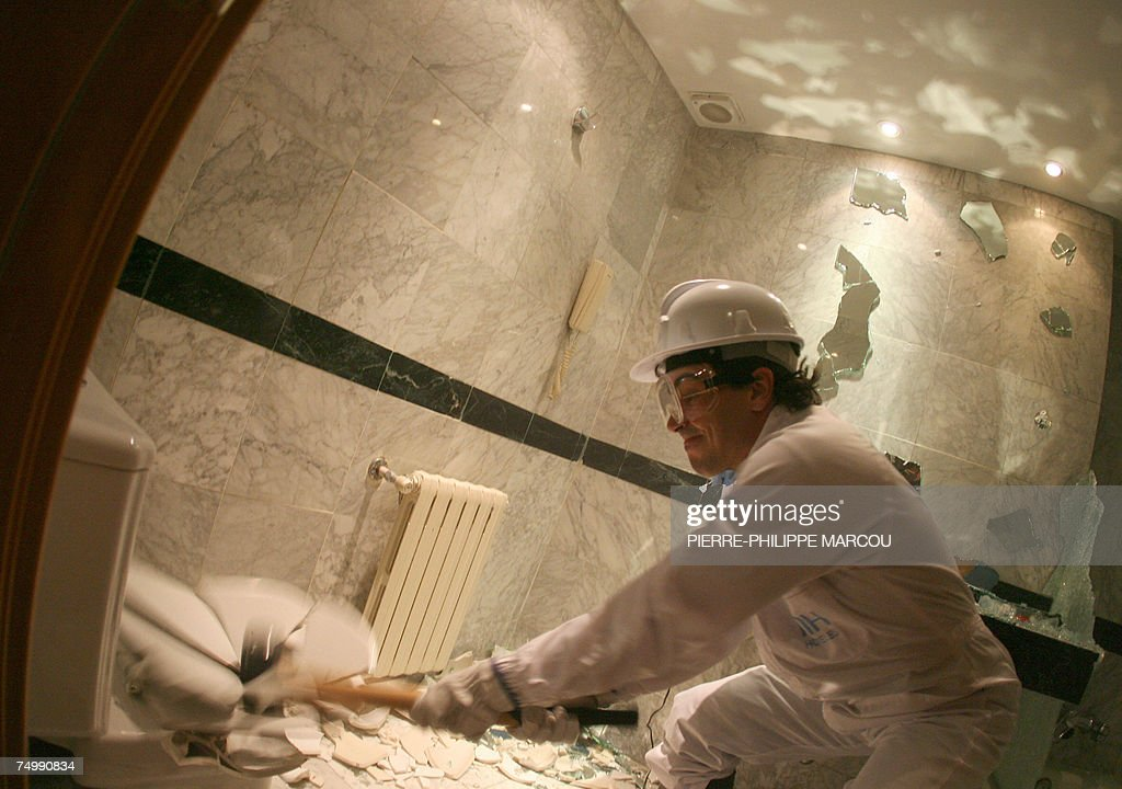 Argentinian Jorge destroys a bathroom in a Madrid hotel, 03 July 2007. Candidates stressed enough after taking strength and psychological tests are allowed to take part in the 'roomolition,' consisting in breaking everything they find in the hotel: bedrooms, bathrooms and common areas.