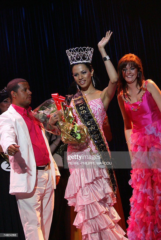 Brazilian Cristini Couto clebrates after she was elected Miss Transexual International in Madrid, 26 June 2007.