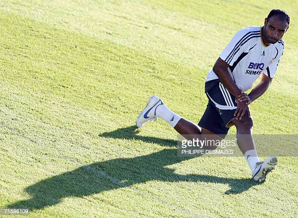 Real Madrid's Brazilian new signing Ferreira Emerson stretches during a Real Madrid training session in Madrid 06 August 2006 AFP PHOTO PHILIPPE...