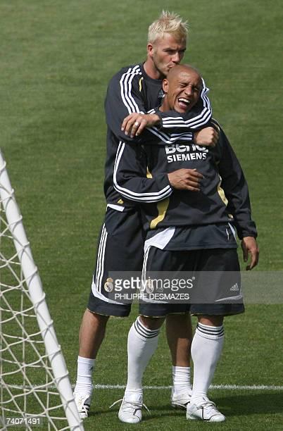 Real Madrid's Briton David Beckham kisses Brazilian Roberto Carlos during a training session in Madrid 04 May 2007 Real Madrid play Sevilla tomorrow...