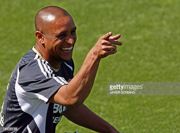 Real Madrid's player Brazilian Roberto Carlos smiles during a training session at Real Madrid traning grounds in Madrid 07 June 2007 AFP PHOTO JAVIER...