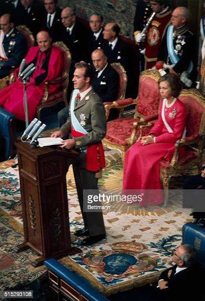 The new King of Spain Juan Carlos I addresses the Spanish Cortes after oath taking ceremony 11/22 which made him Spain's first monarch since 1931...