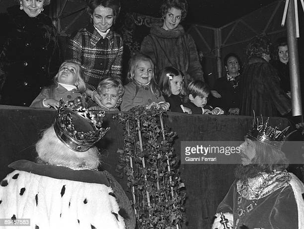 1971 Madrid Spain The queen Frederica of Greece the princess Sofia the prince Felipe the Infanta Elena the Infanta Cristina Alexia and Pablo in the...