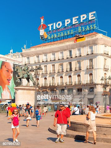 Madrid tio pepe at puerta del sol sq stock photo getty for Tio pepe madrid puerta del sol