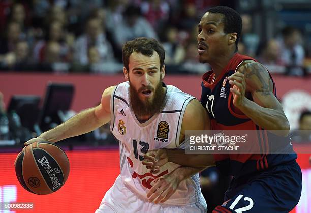 Madrid's guard Sergio Rodriguez and Bayern Munich's US guard Alex Renfroe vie for the ball during the EuroLeague Group A basketball match FC Bayern...