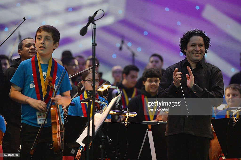 Maestro <a gi-track='captionPersonalityLinkClicked' href=/galleries/search?phrase=Gustavo+Dudamel&family=editorial&specificpeople=4246682 ng-click='$event.stopPropagation()'>Gustavo Dudamel</a> applauds as he conducts the children from the Big Noise Orchestra during the Big Concert on June 21, 2012 in Stirling, Scotland. The Big Concert is the opening event of the London 2012 festival. The special outdoor event set against the backdrop of Stirling Castle, features a full performance by lead by conductor <a gi-track='captionPersonalityLinkClicked' href=/galleries/search?phrase=Gustavo+Dudamel&family=editorial&specificpeople=4246682 ng-click='$event.stopPropagation()'>Gustavo Dudamel</a> and the Simon Bolivar Orchestra of Venezuela.