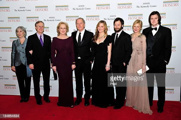 Maeve Kinkaid III Harry Streep Meryl Streep Don Gummer Grace Gummer Henry Gummer Mamie Gummer and Ben Walker Davis arrive for the formal Artist's...