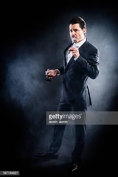 Mafioso, gangster, Anzug Rauchen Zigarren, wütend Gesicht, Zurückgekämmt