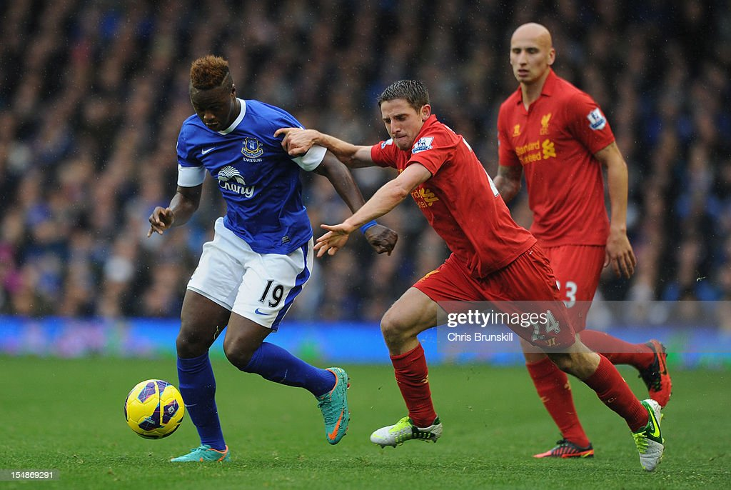 <a gi-track='captionPersonalityLinkClicked' href=/galleries/search?phrase=Magaye+Gueye&family=editorial&specificpeople=7018117 ng-click='$event.stopPropagation()'>Magaye Gueye</a> of Everton competes with Joe Allen of Liverpool during the Barclays Premier League match between Everton and Liverpool at Goodison Park on October 28, 2012 in Liverpool, England.