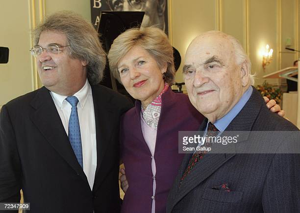 Magazine editor Helmut Markwort Friede Springer Deputy Chairwoman of German publisher Axel Springer and British publisher Lord Weidenfeld attend the...