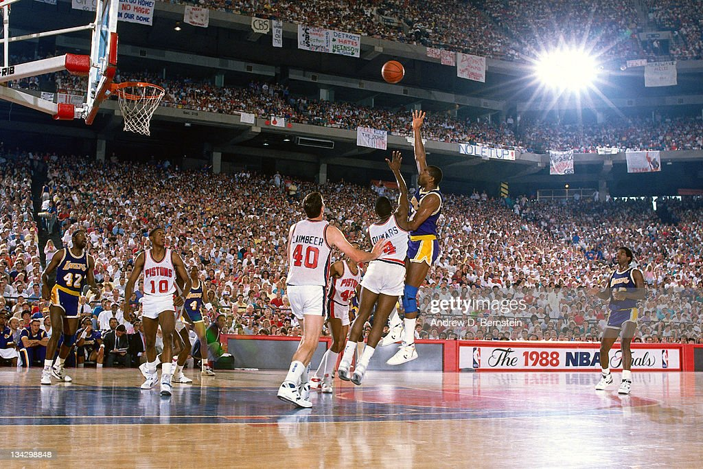 magic-johnson-of-the-los-angeles-lakers-shoots-against-joe-dumars-of-picture-id134298848