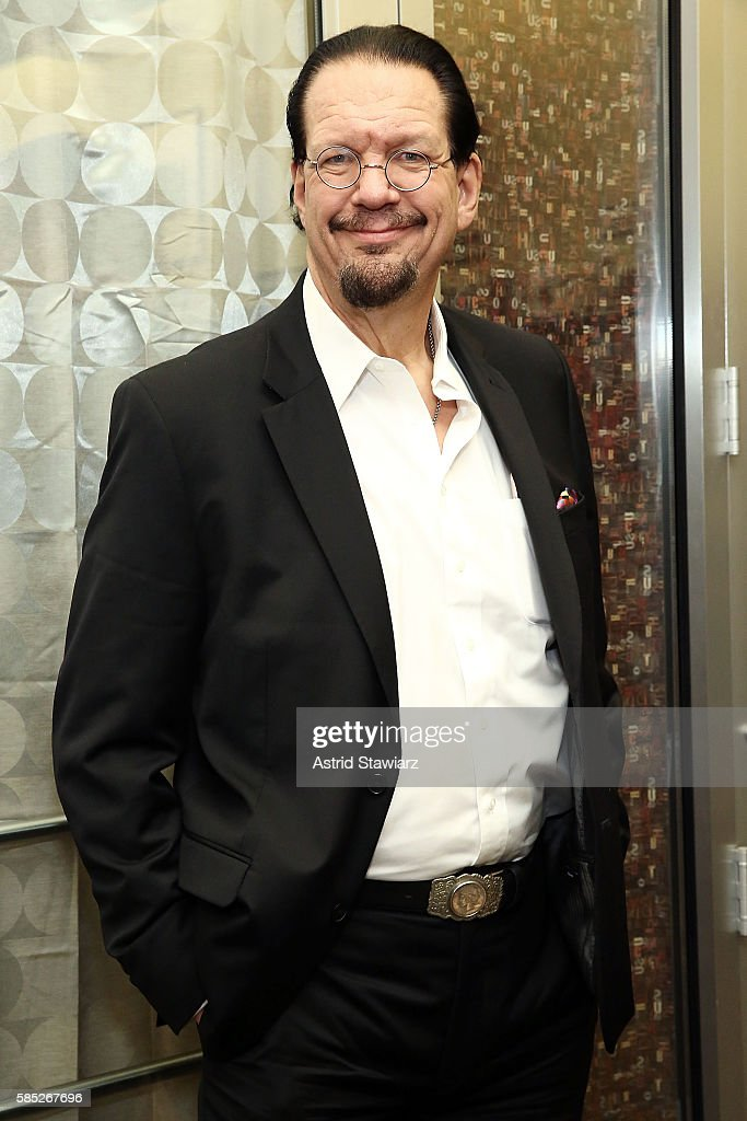 Magician and actor Penn Jillette signs copies of his book 'Presto How I Made Over 100 Pounds Magically Disappear' at Barnes Noble 86th Lexington on...