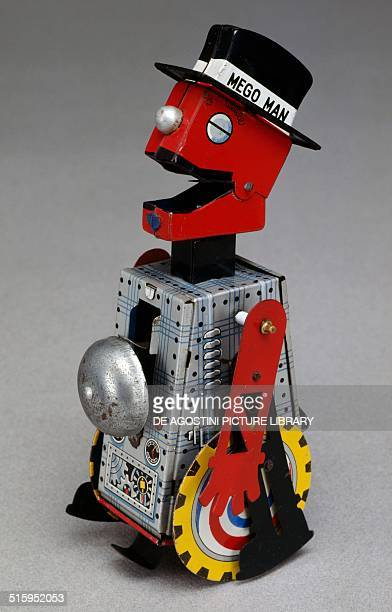Magician man lithographed tin toy with mechanical parts and windup key made by Yoshiya Japan 20th century Milan Museo Del Giocattolo E Del Bambino