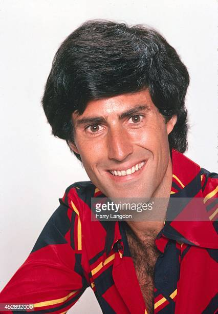 Magician Uri Geller poses for a portrait in 1988 in Los Angeles California