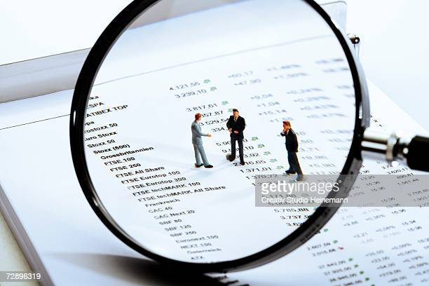 Magnifying glass, quotations sheet and figurines