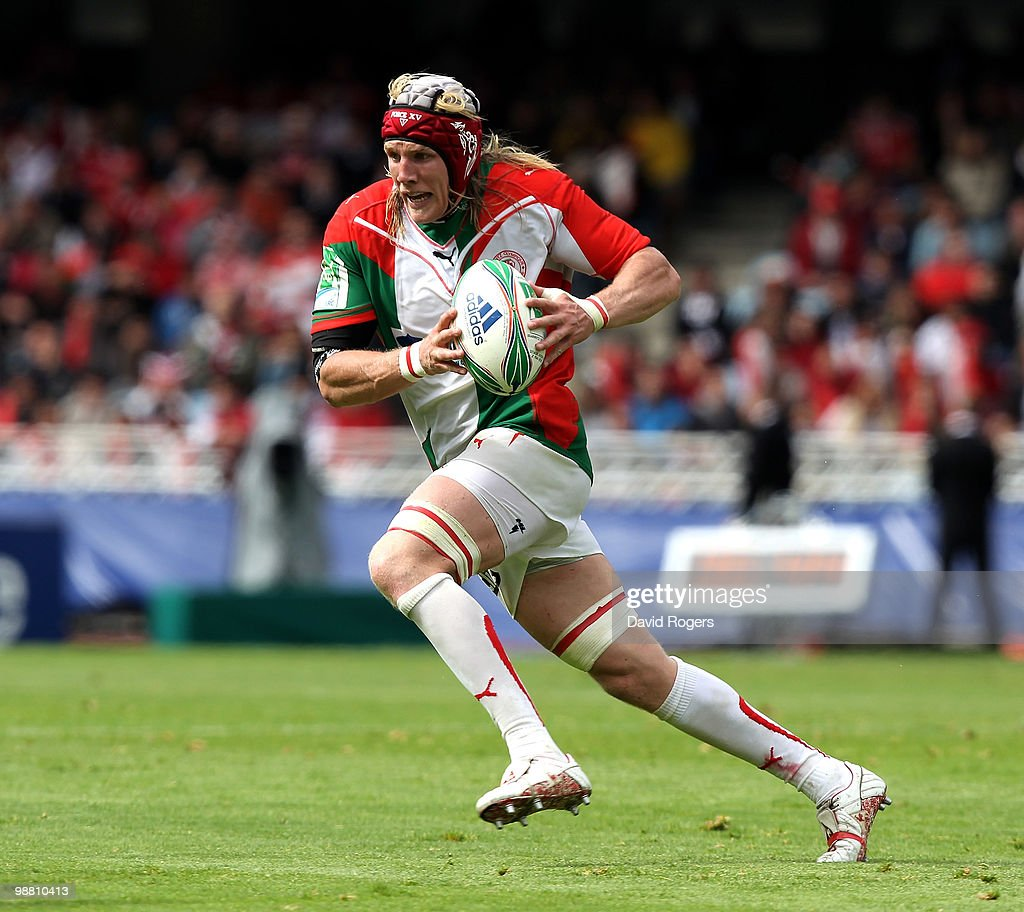 Magnus Lund of Biarritz runs with the ball during the Heineken Cup semi final match between Biarritz Olympique and Munster at Estadio Anoeta on May 2...