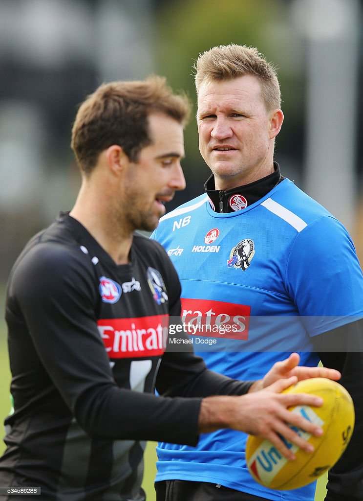 Magpies head coach <a gi-track='captionPersonalityLinkClicked' href=/galleries/search?phrase=Nathan+Buckley&family=editorial&specificpeople=176545 ng-click='$event.stopPropagation()'>Nathan Buckley</a> speaks to Steele Sidebottom during a Collingwood Magpies AFL training session on May 27, 2016 in Melbourne, Australia.