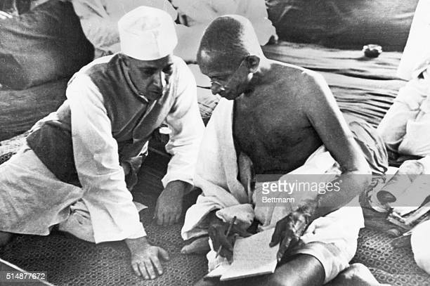 Mahatma Gandhi and Pandit J Nehru during the All India Congress Committee Session when the 'Quit India' resolution was adopted