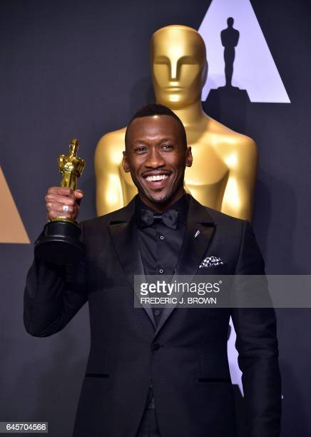 Mahershala Ali poses with the Oscar for Best Actor in a Supporting Role during the 89th Oscars on February 26 in Hollywood California / AFP /...