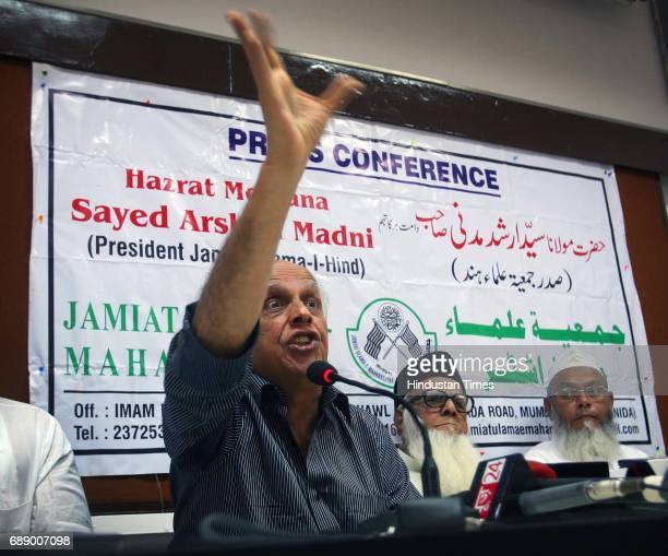 Mahesh Bhatt reacts at a press conference at Press Club by Jamiat UlamaeMaharashtra to oppose Anna Hazare and his team