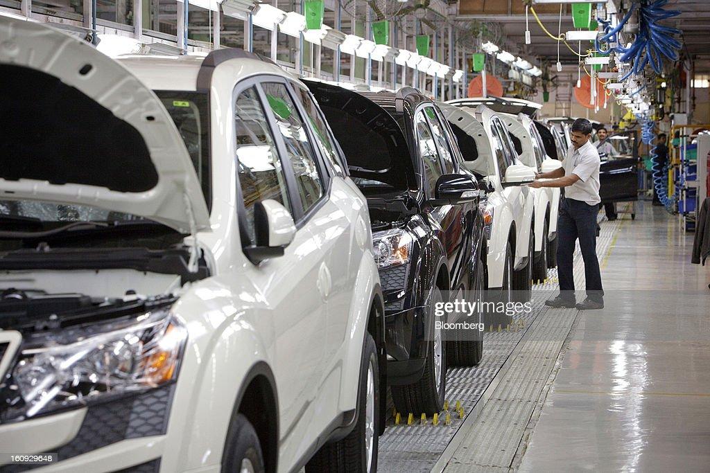 Mahindra & Mahindra Ltd. XUV 500 sport utility vehicles (SUV) stand on the production line at the company's factory in Chakan, Maharashtra, India, on Wednesday, Feb. 6, 2013. Mahindra & Mahindra is scheduled to announce third-quarter earnings today. Photographer: Kuni Takahashi/Bloomberg via Getty Images