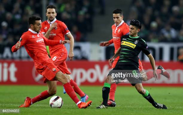 Mahmoud Dahoud of Moenchegladbach passes the ball during the UEFA Europa League Round of 32 first leg match between Borussia Moenchengladbach and ACF...