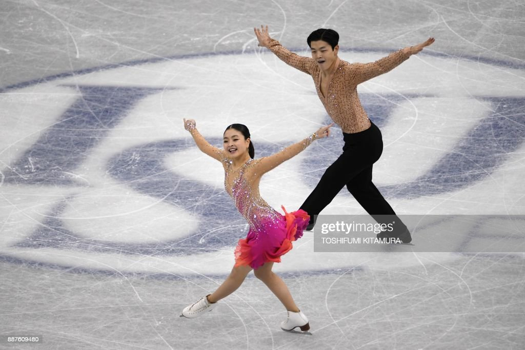 Майя Шибутани - Алекс Шибутани / Maia SHIBUTANI - Alex SHIBUTANI USA - Страница 16 Maia-shibutani-and-alex-shibutani-of-the-us-compete-during-the-ice-picture-id887609480
