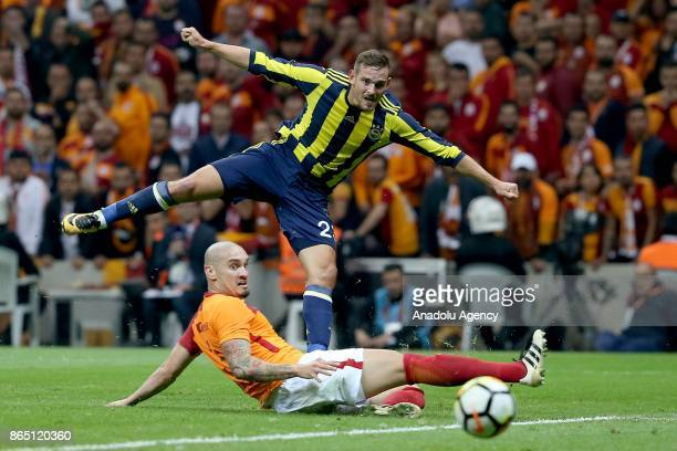 Maicon of Galatasaray in action against Vincent Janssen of Fenerbahce during a Turkish Super Lig match between Galatasaray and Fenerbahce at Ali Sami...