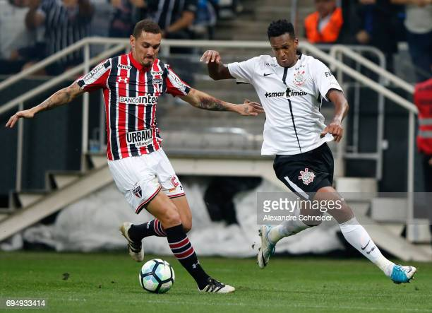 Maicon of Sao Paulo and Jo of Corinthians in action during the match between Corinthians and Sao Paulo for the Brasileirao Series A 2017 at Arena...
