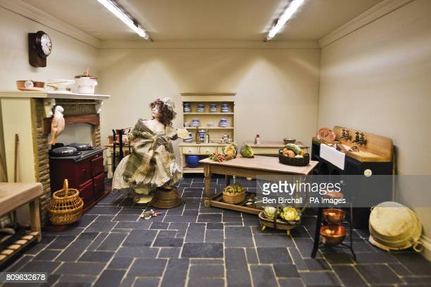 A maid escapes from a mouse in this kitchen scene with a realistic Aga which is only 80mm high featuring real chromed lids and opening doors The...