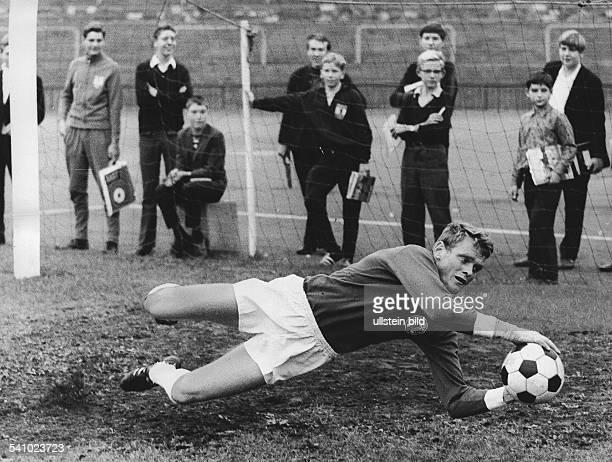 Maier Sepp *Fussballer Torwart DFC Bayern Muenchen in Aktion im Nationaltrikot 1967