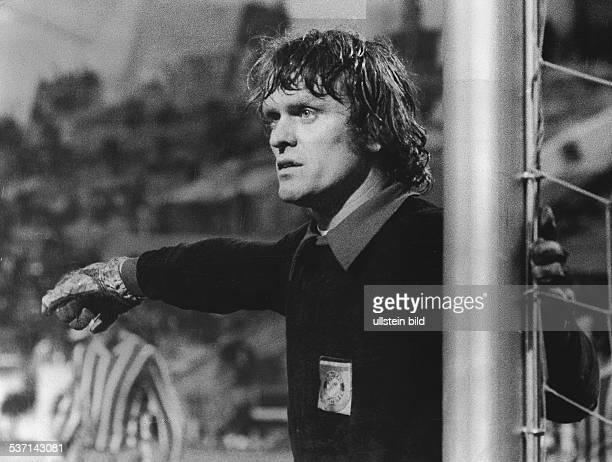 Maier Sepp Fussballer Torwart D FC Bayern Muenchen dirigiert die Abwehr 1972