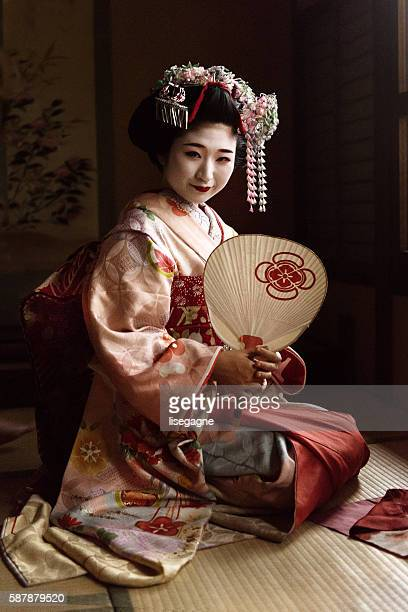 Maiko holding a hand fan