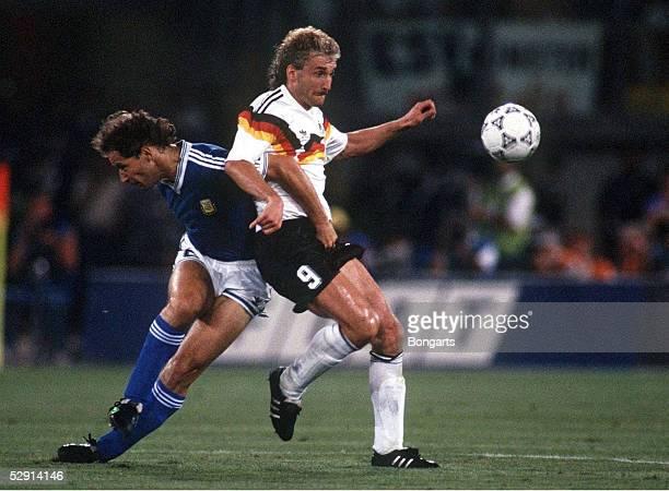 Mailand 080790 DEUTSCHLAND FUSSBALLWELTMEISTER 1990/DEUTSCHLAND WELTMEISTER 1990 CALDERON/Rudi VOELLER
