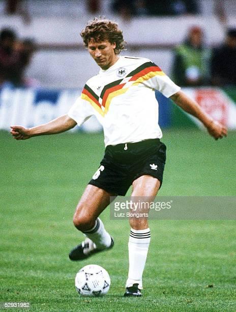 FUSSBALL WM 1990 Mailand 190690 DEUTSCHLAND KOLUMBIEN Guido BUCHWALD/GER