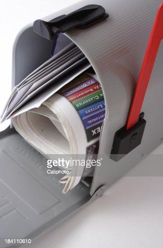 Briefkasten auf weißem Hintergrund