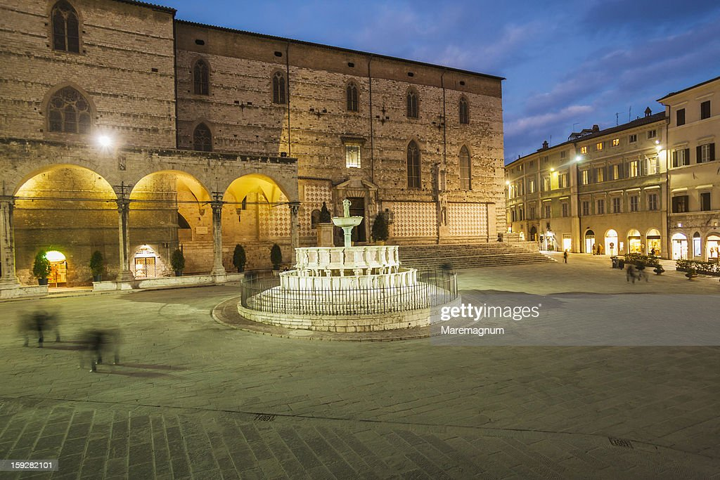 Main Fountain and San Lorenzo Cathedral : Stock Photo