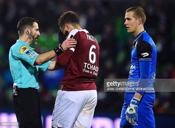 Main referee Sebastien Desiage speaks with Metz' French defender Simon Falette next to Guingamp's Danish goalkeeper KarlJohan Johnsson during the...