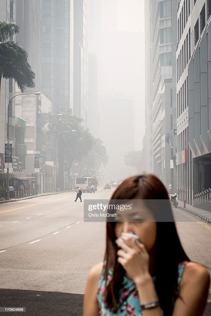 A main road in the central business district is filled with smoke haze on June 20, 2013 in Singapore. The Pollutant Standards Index (PSI) rose to the highest level on record reaching 371 at 1pm. The haze is created by deliberate slash-and-burn forest fires started by companies in neighbouring Sumatra.