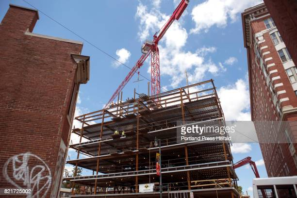 Maines economy grew 23 percent in the first three months of the year with construction health care and social assistance durable goods manufacturing...